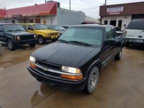 2001 Chevrolet S10 Photo 1